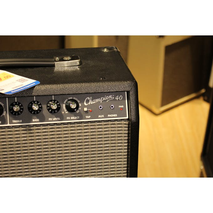 Second Hand Fender Champion 40 w/ PSU and Manual T:BS ... on