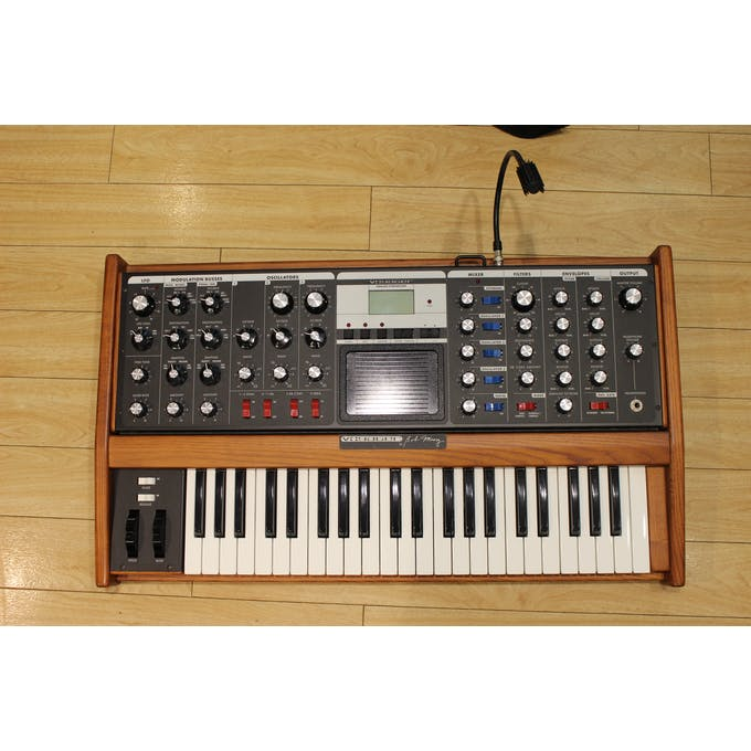Moog Voyager Performer Analog Synth w/ Goose Neck Lamp (T-TG